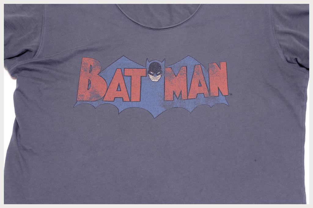 バットマンTシャツロゴアップ1