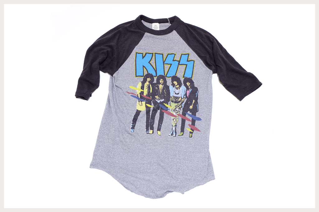 KISS Tシャツの全体像