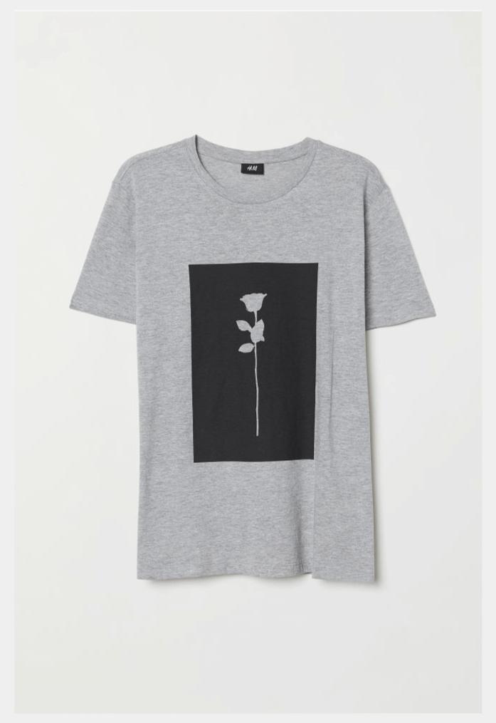 バラのプリントTシャツ