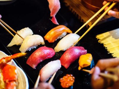 くら寿司 バイトがゴミ箱に捨てた魚を客に出して炎上!?店舗はどこ??のアイキャッチ